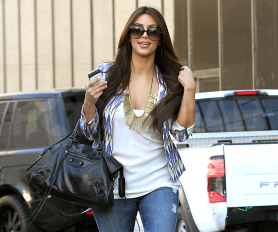 Slide-Picture-Kim-Kardashian-Carrying-Balenciaga-Bag-LA