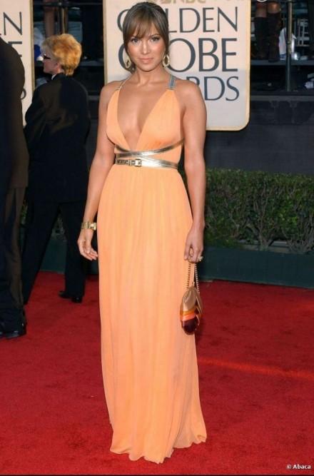 Jennifer-Lopez-Wearing-Long-Neckline-Dress-At-70th-Golden-Globes--440x667